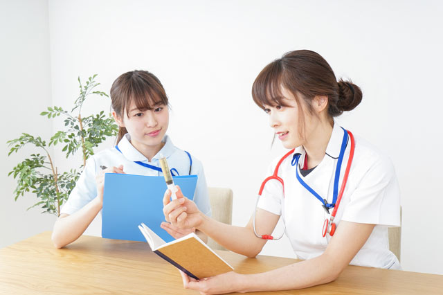 ナースジョブお役立ちコラム 看護師にとってグループワークの重要性とは!?